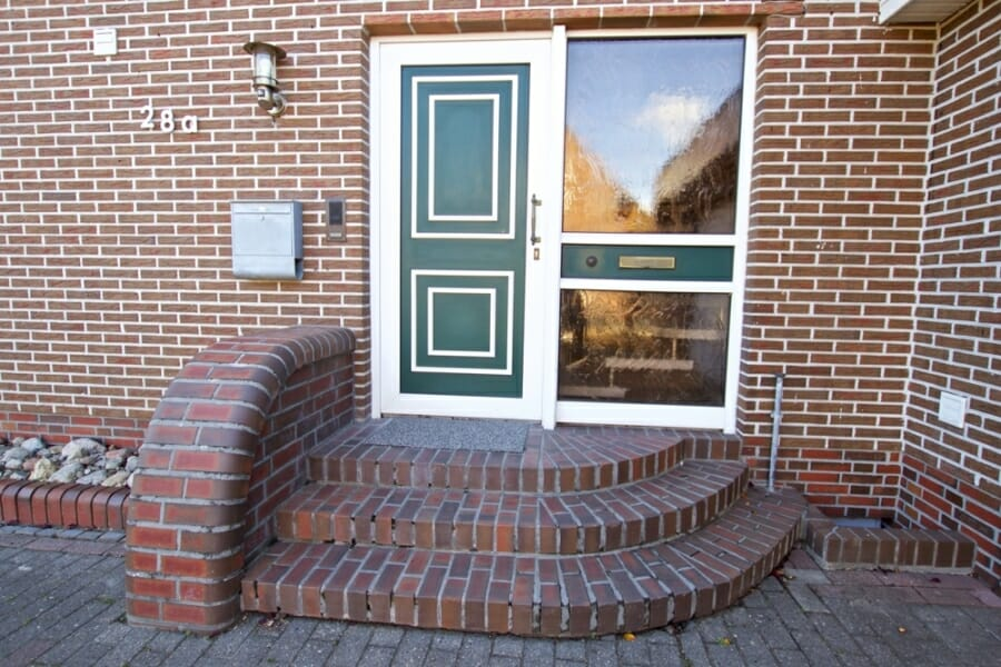 Provisionsfrei für den Käufer:  4-Zimmer-Dachgeschosswohnung zur Eigennutzung oder Kapitalanlage - Eingangsbereich