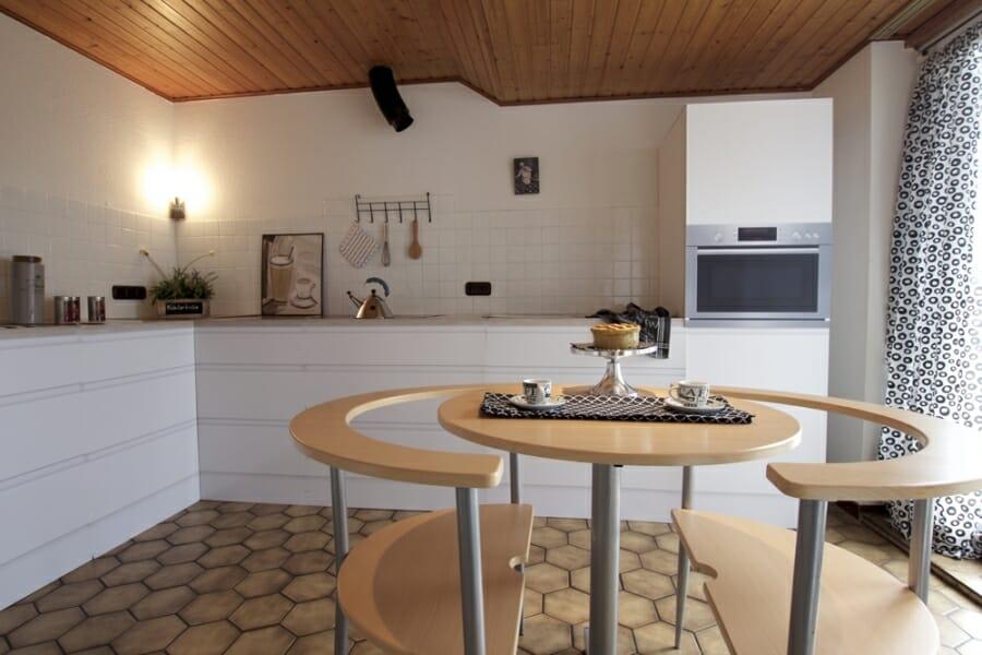 Provisionsfrei für den Käufer:  4-Zimmer-Dachgeschosswohnung zur Eigennutzung oder Kapitalanlage - Küche
