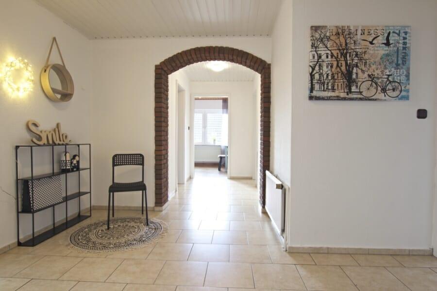 Provisionsfrei für den Käufer:  4-Zimmer-Dachgeschosswohnung zur Eigennutzung oder Kapitalanlage - Flur