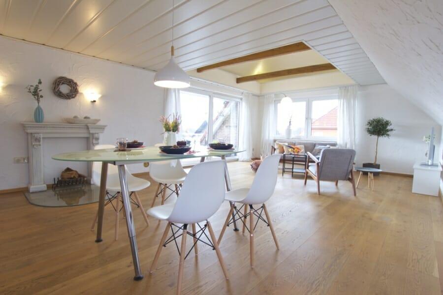 Provisionsfrei für den Käufer:  4-Zimmer-Dachgeschosswohnung zur Eigennutzung oder Kapitalanlage - Wohn-/Esszimmer