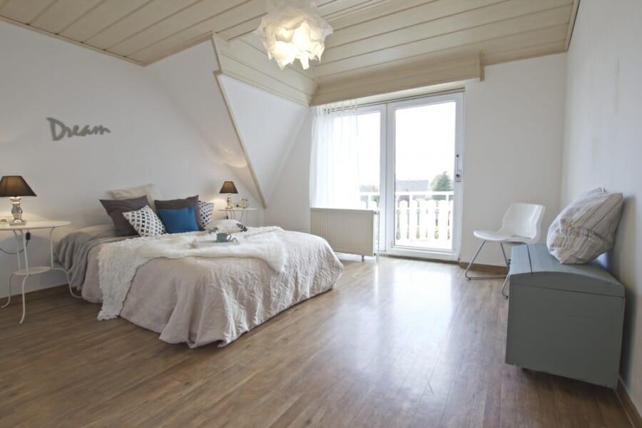Provisionsfrei für den Käufer:  4-Zimmer-Dachgeschosswohnung zur Eigennutzung oder Kapitalanlage - Schlafzimmer